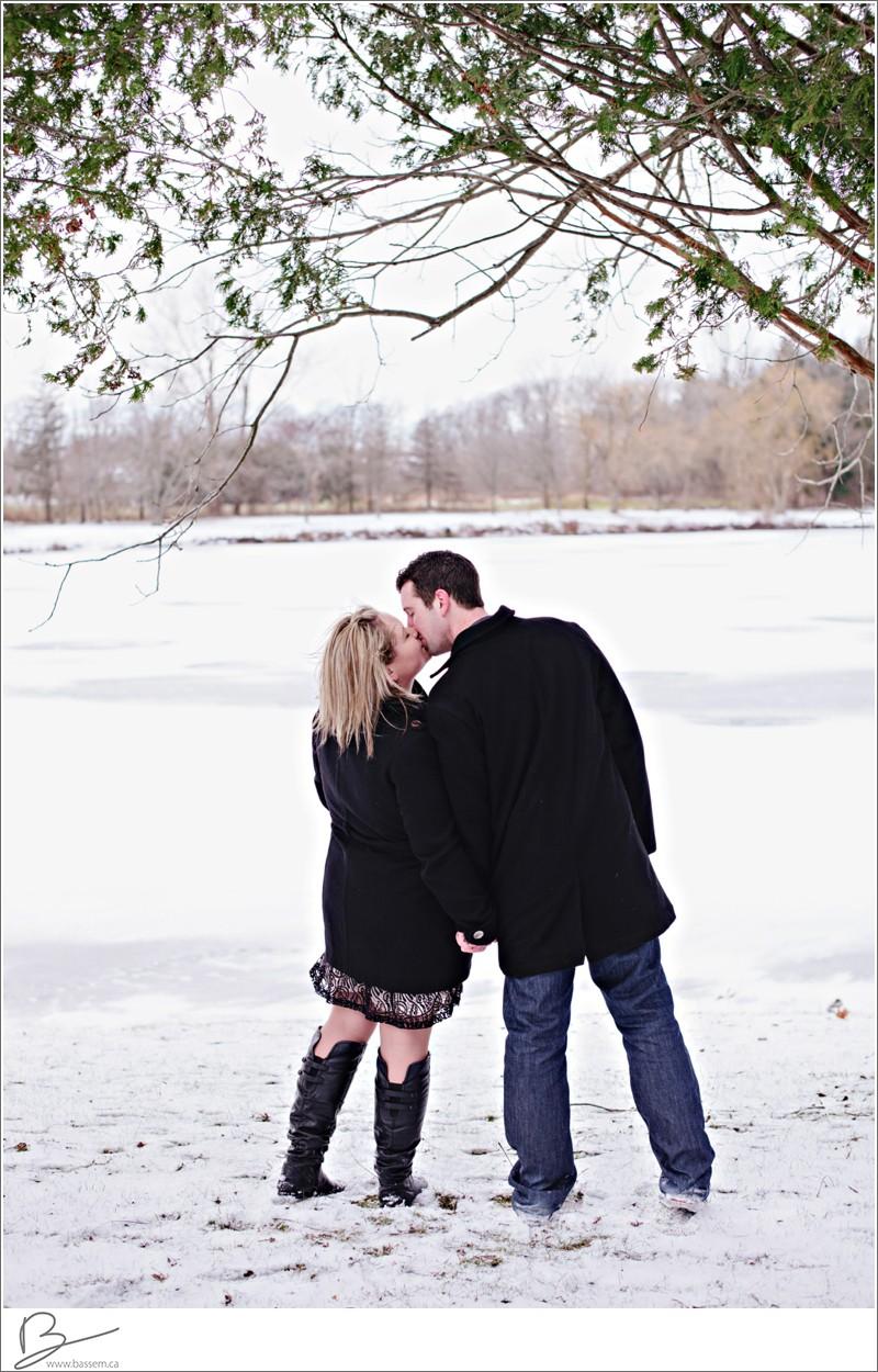 winter-engagement-photos-new-hamburg-1178